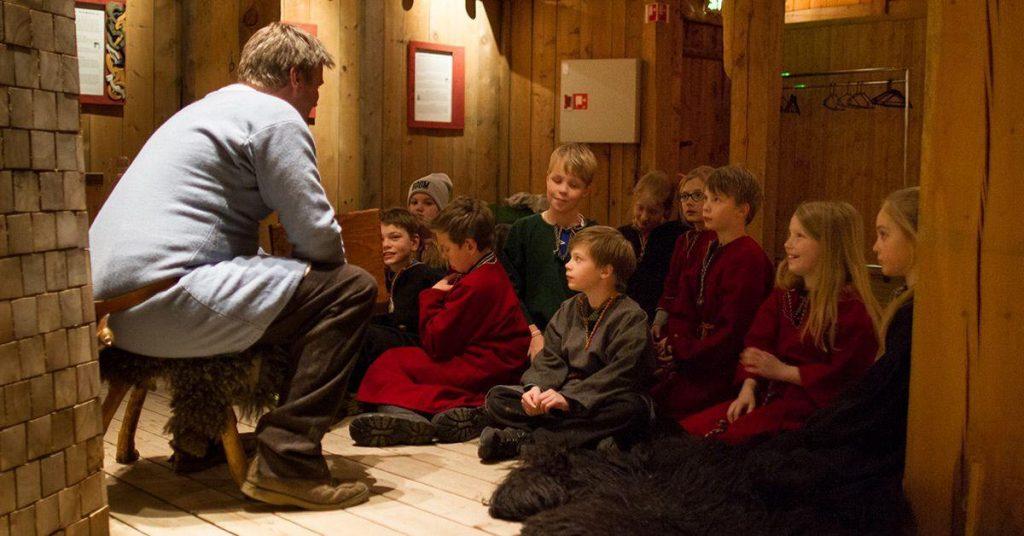 Fortellerstund for barn på Lofotr Vikingmuseum