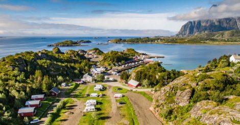 Oversiksbilde fra Sandvika Fjord og Sjøhuscamping