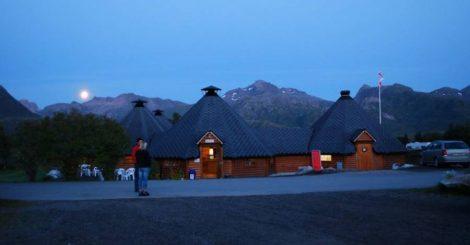 Kveldsbilde fra Sansletta Camping i Laukvik
